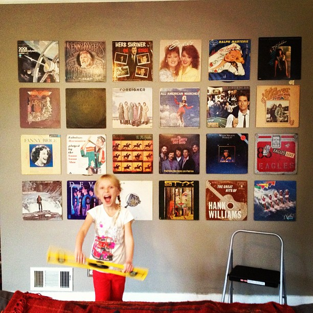 Little Helper - hanging records in a grid