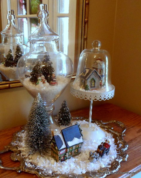 Tiny holiday scenes/terrariums, via Hometalk!